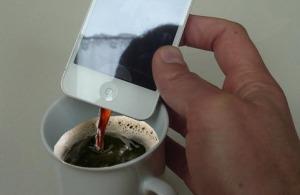 Frischer Kaffee aus dem iPhone